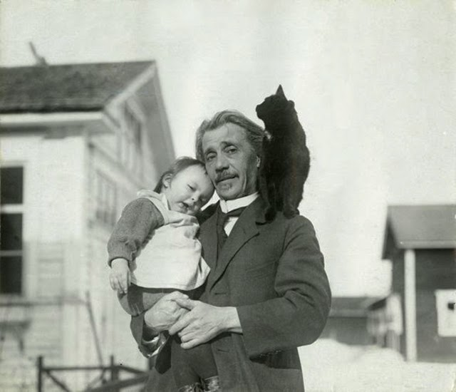 People with Their Cats from the 1920s (3)