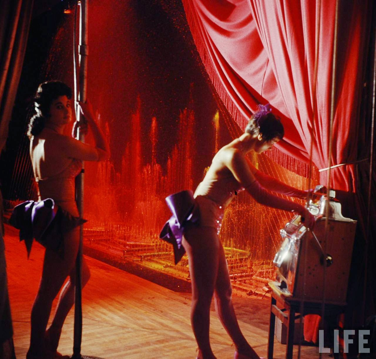 Las Vegas' Nightlife in 1955 (6)