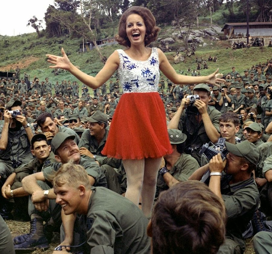An Khe 1970 - Miss Alabama visits the troops in Vietnam
