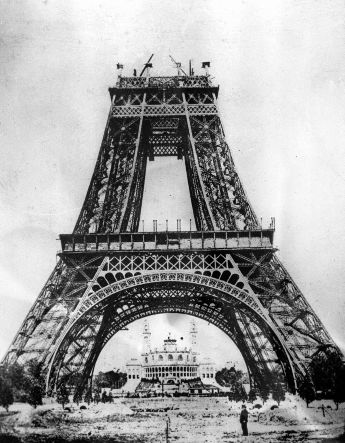 Eiffel Tower construction (1)