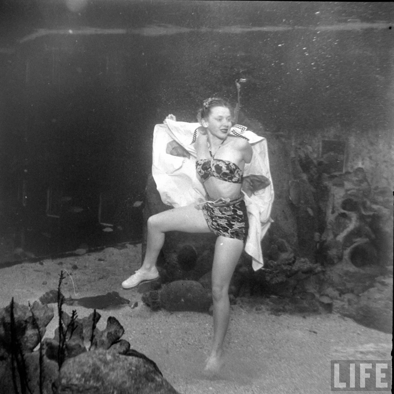 Underwater Fashion Show, 1947 (4)