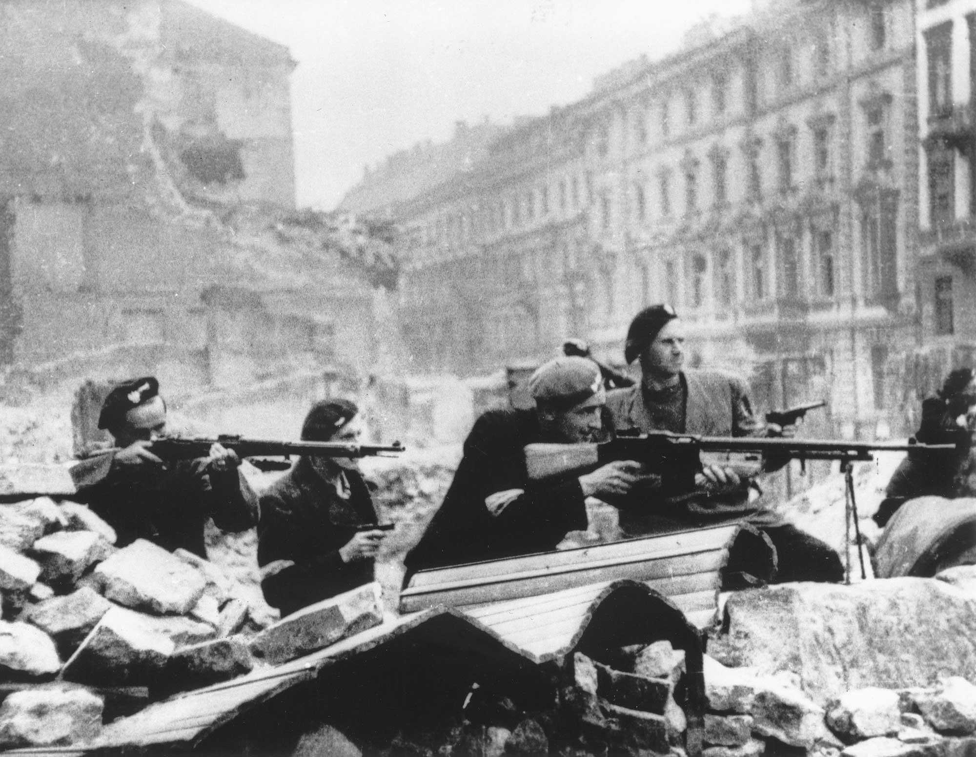 Warsaw_Uprising_by_Tomaszewski_-_Mazowiecka_1