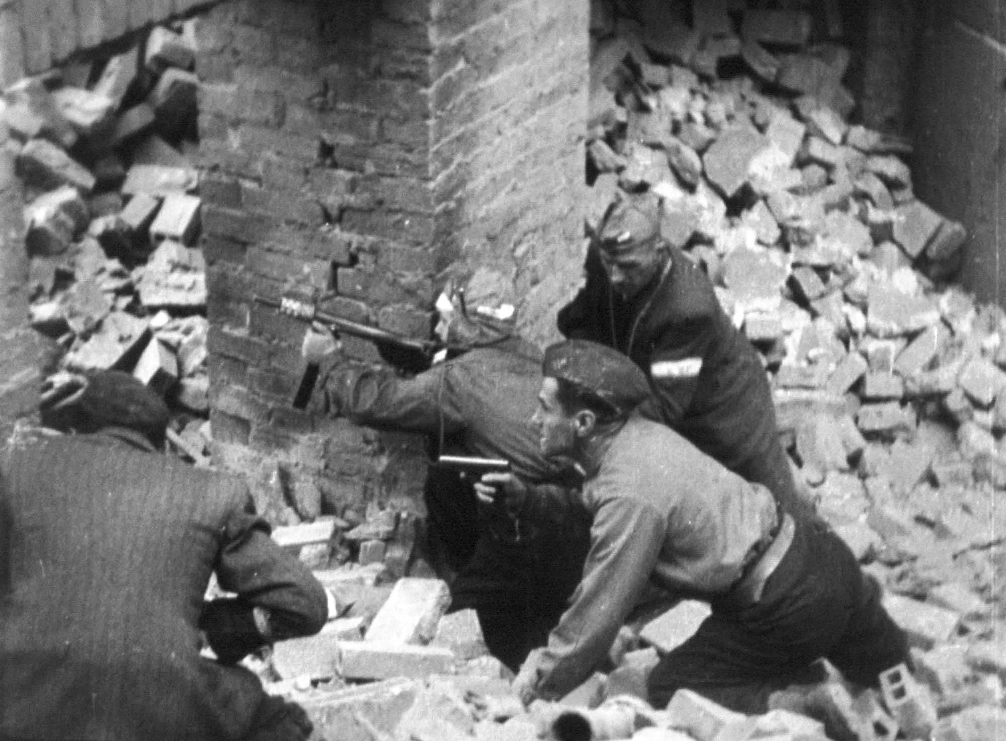 Warsaw_Uprising_Blyskawica