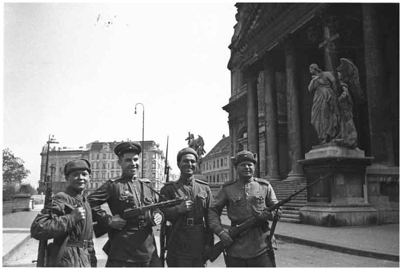 russian-soviet-army-vienna-austria-1945-ww2-second-world-war-two-incredible-pictures-photos-images-014