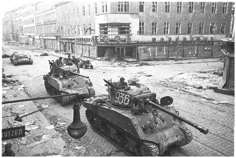 russian-soviet-army-vienna-austria-1945-ww2-second-world-war-two-incredible-pictures-photos-images-020