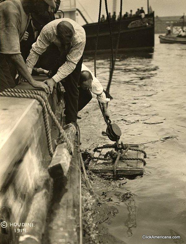 houdini-new-york-harbor-1912-2