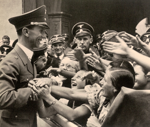 GOEBBELS-WITH-FANS