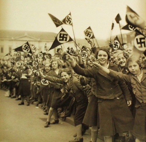 История в фотографиях - девочки нацистской Германии (33 фото)