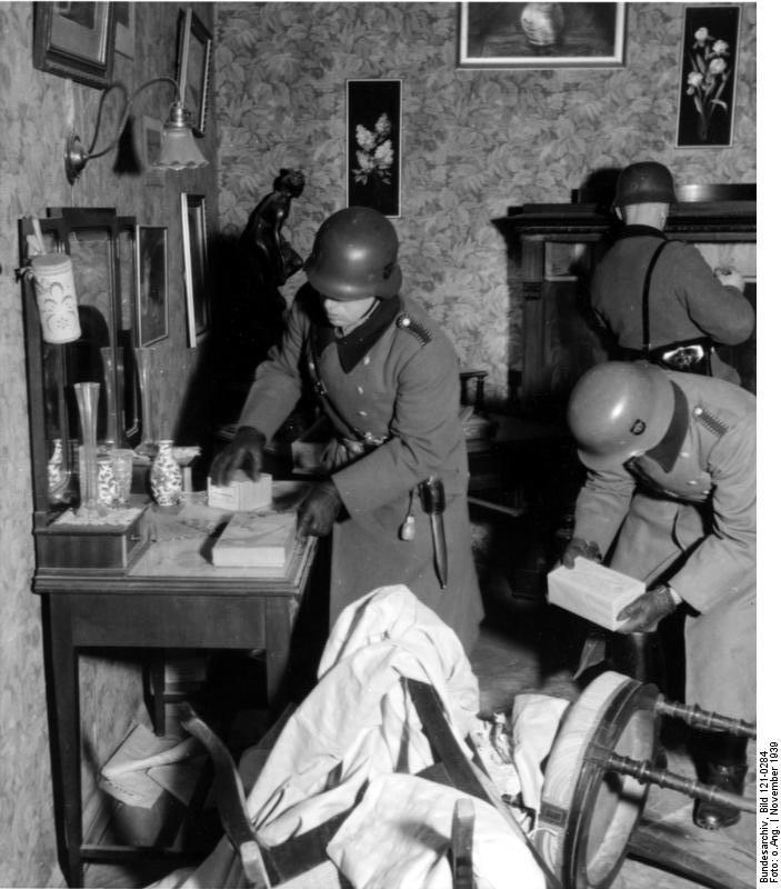 Bundesarchiv_Bild_121-0284,_Warschau,_polizeiliche_Durchsuchung
