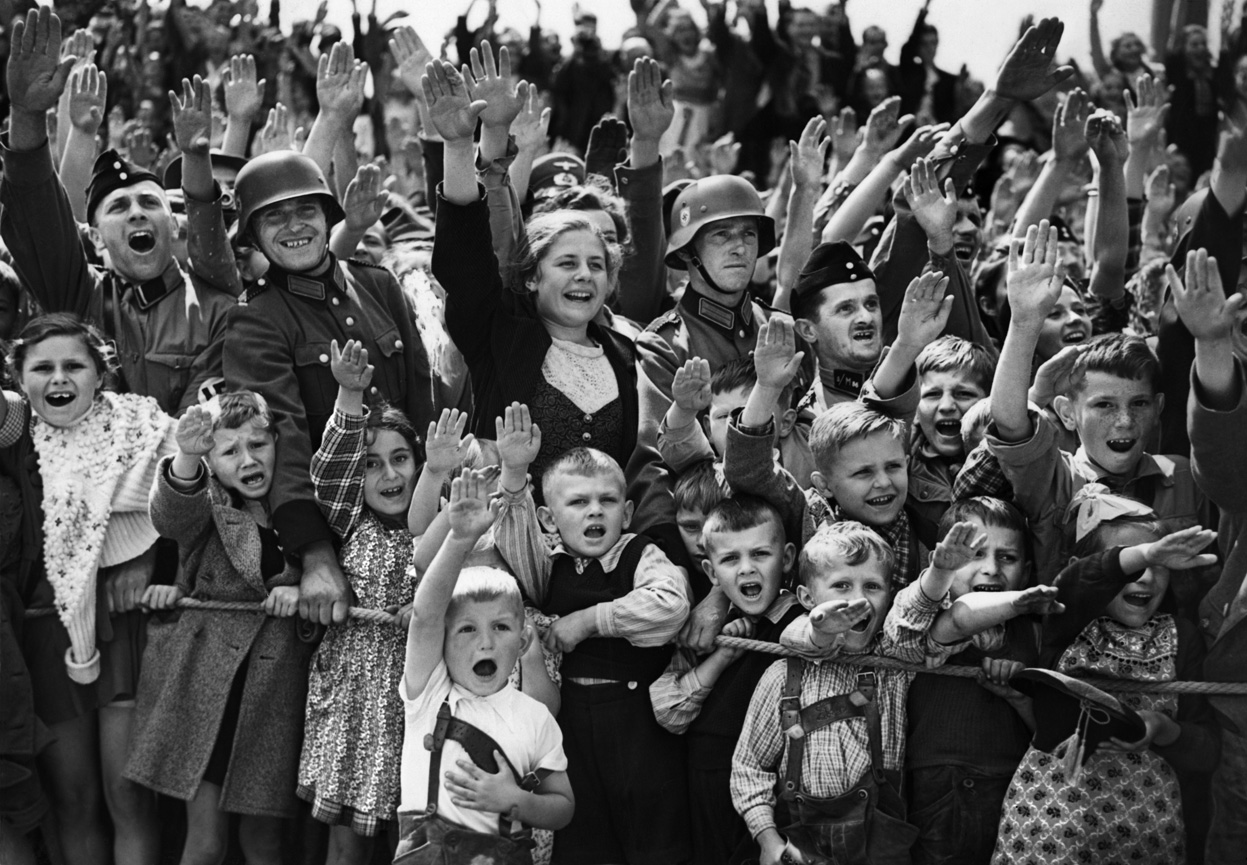 cheering_nazis