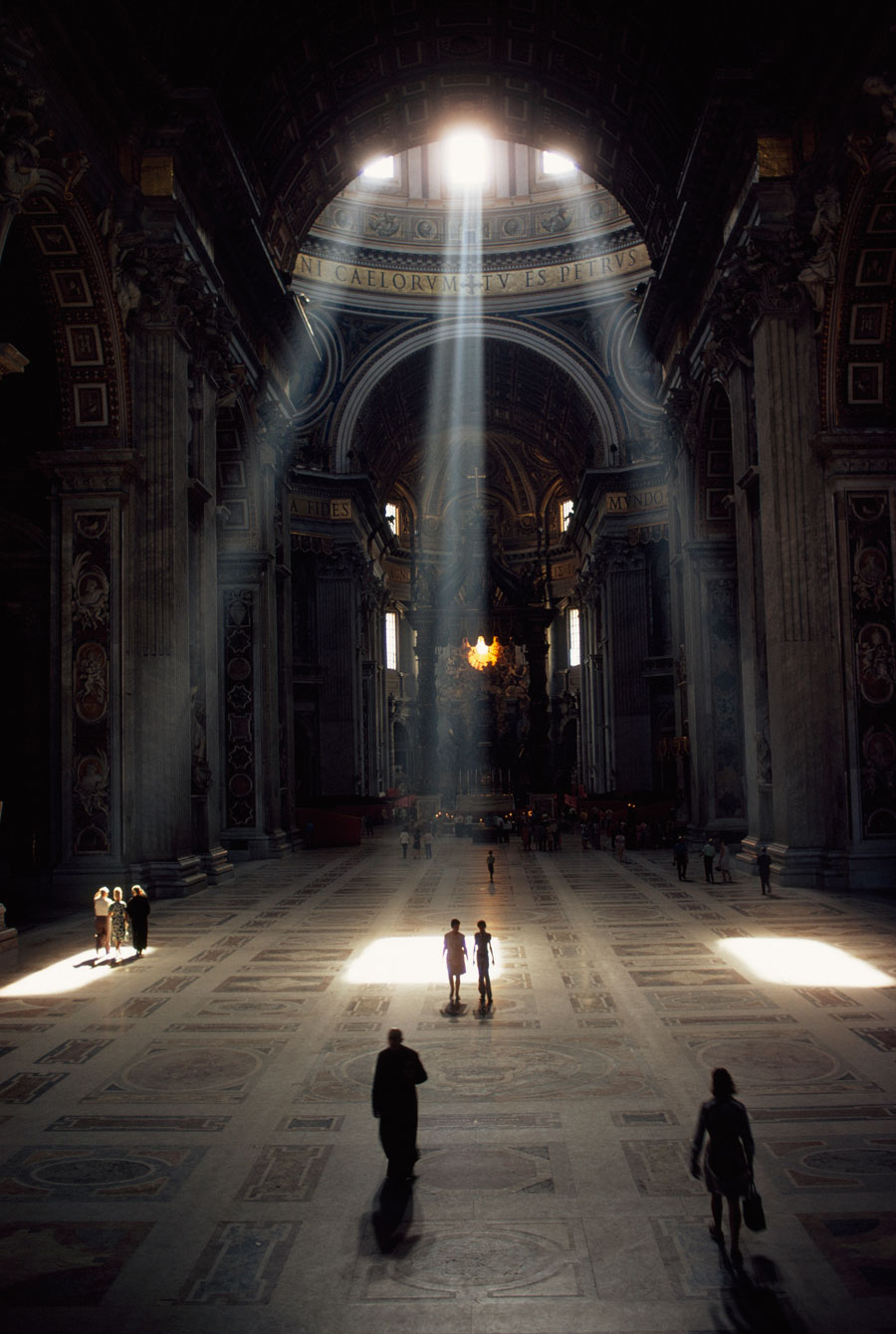 basilica-vatican-light