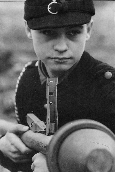 Child-soldiers-in-WWII-2