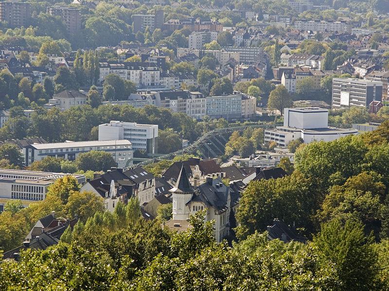 800px-NRW,_Wuppertal,_Hardtanlage_-_Bismarckturm_02
