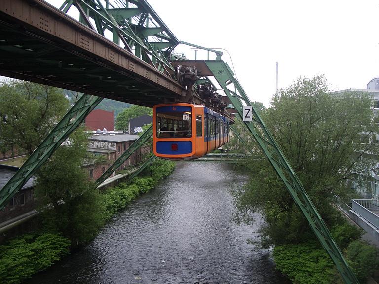 Wuppertal_Schwebebahn_2005