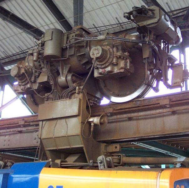 604px-Wuppertaler_Schwebebahn_Detail_Antrieb