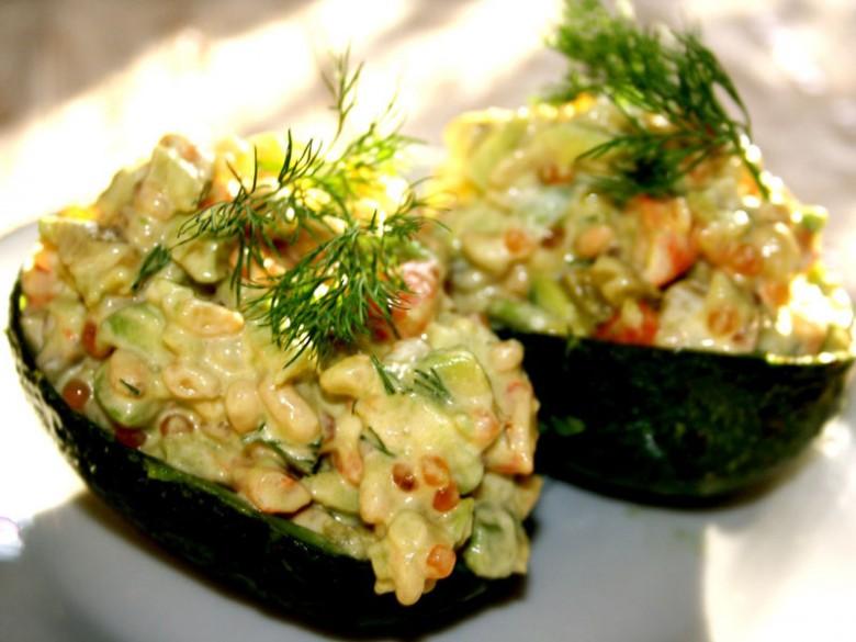 Авокадо с икрой
