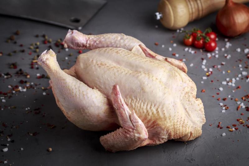 Курица с мускатным цветом