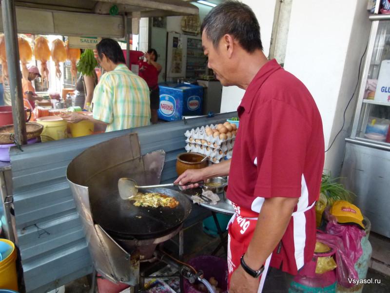 Кухня ньонья.  Приготовление классического омлета с устрицами.