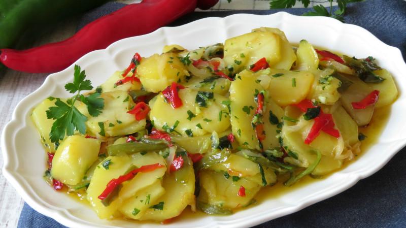 Patatas a lo pobre (картошка бедняка)