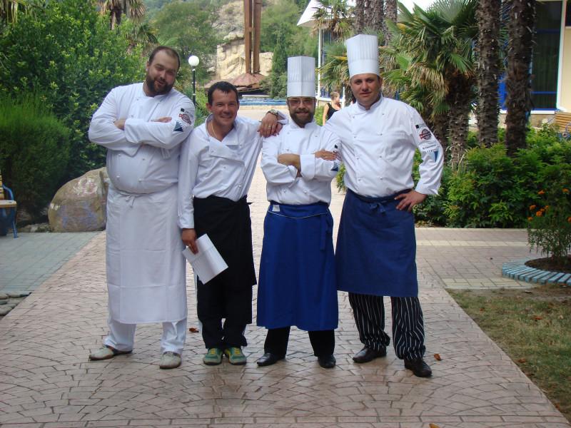 Команда шеф-поваров на фестивале в Артеке