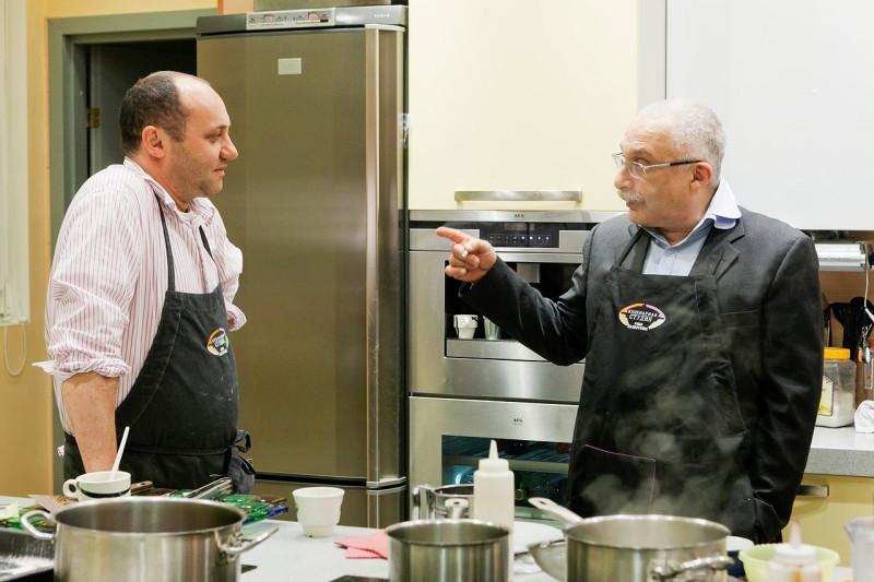 Илья готовит с Друзем