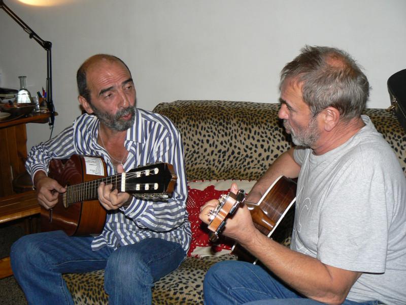 Это мы в Париже не только говорим о Серебряной Башне, но еще немного поем вместе...