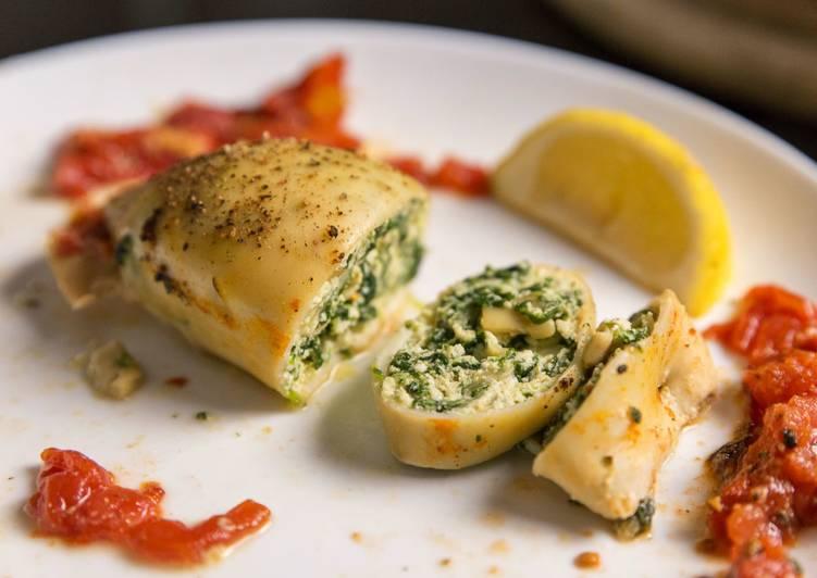 Кальмары фаршированные шпинатом и сыром