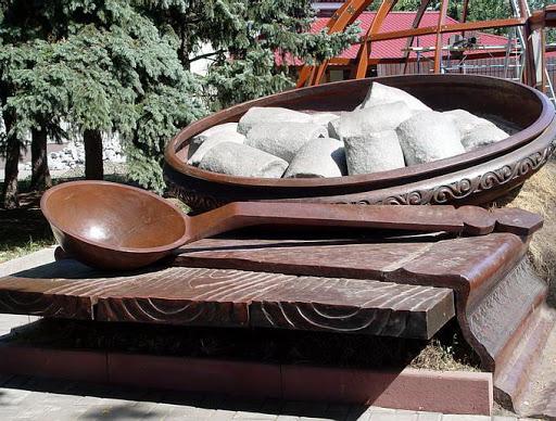 Полтава. Памятник галушке.