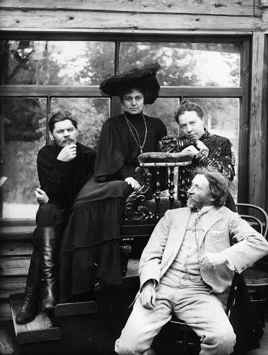 Наталья Нордман (в центре), Репин (справа), Горький (слева)