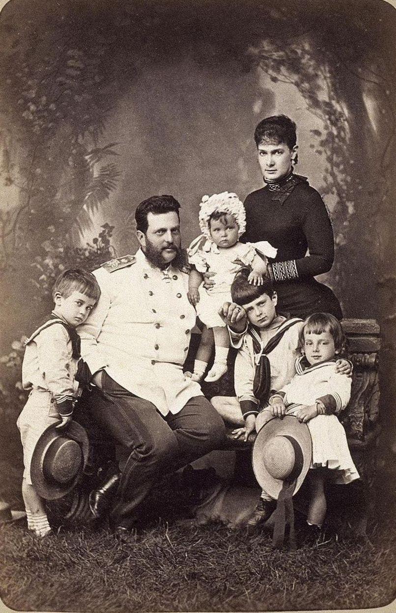 Великий князь Владимир Александрович с женой Марией и детьми 1882 г