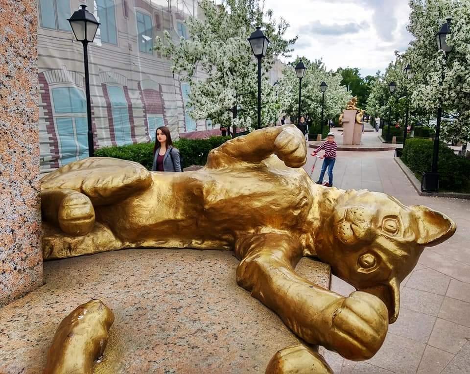 Сквер сибирских кошек. Памятник спасателями Ленинграда