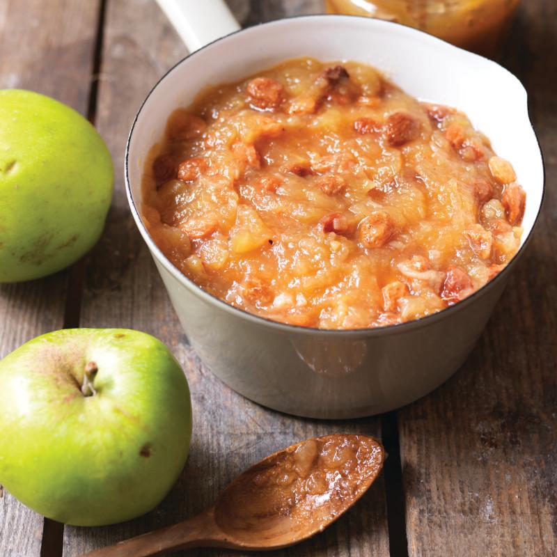 Заготовки на зиму: пикантный яблочный соус к мясу – рецепт