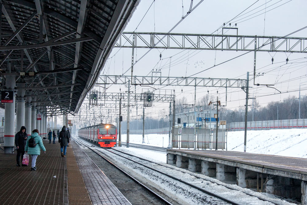 На электричках по городу вместо толкучки в метро