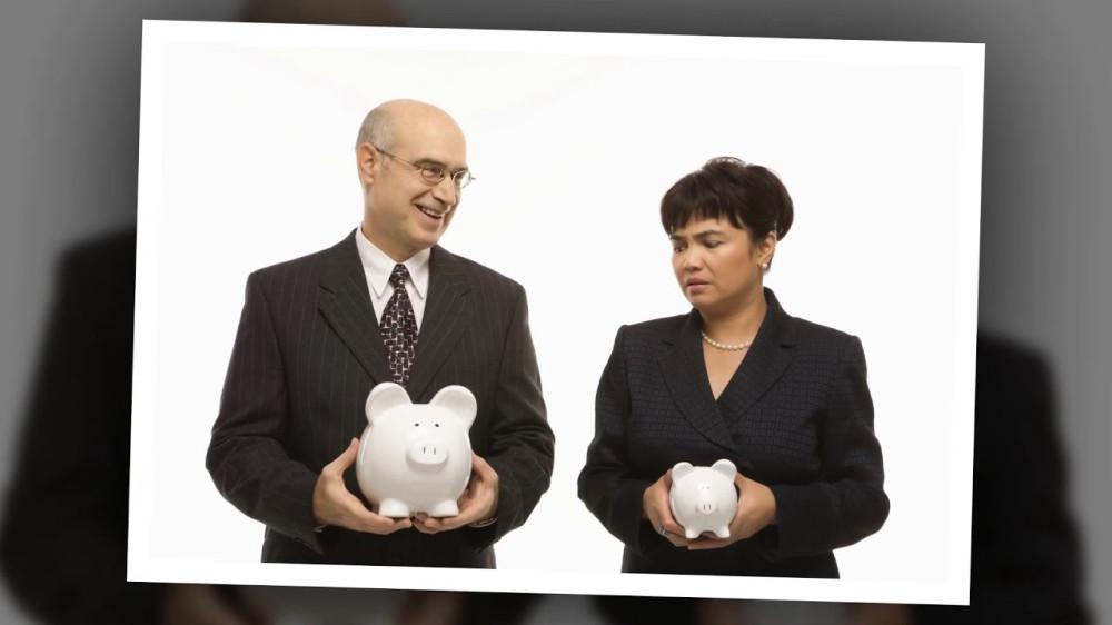 Минимальные зарплаты женщин могут стать ниже мужских