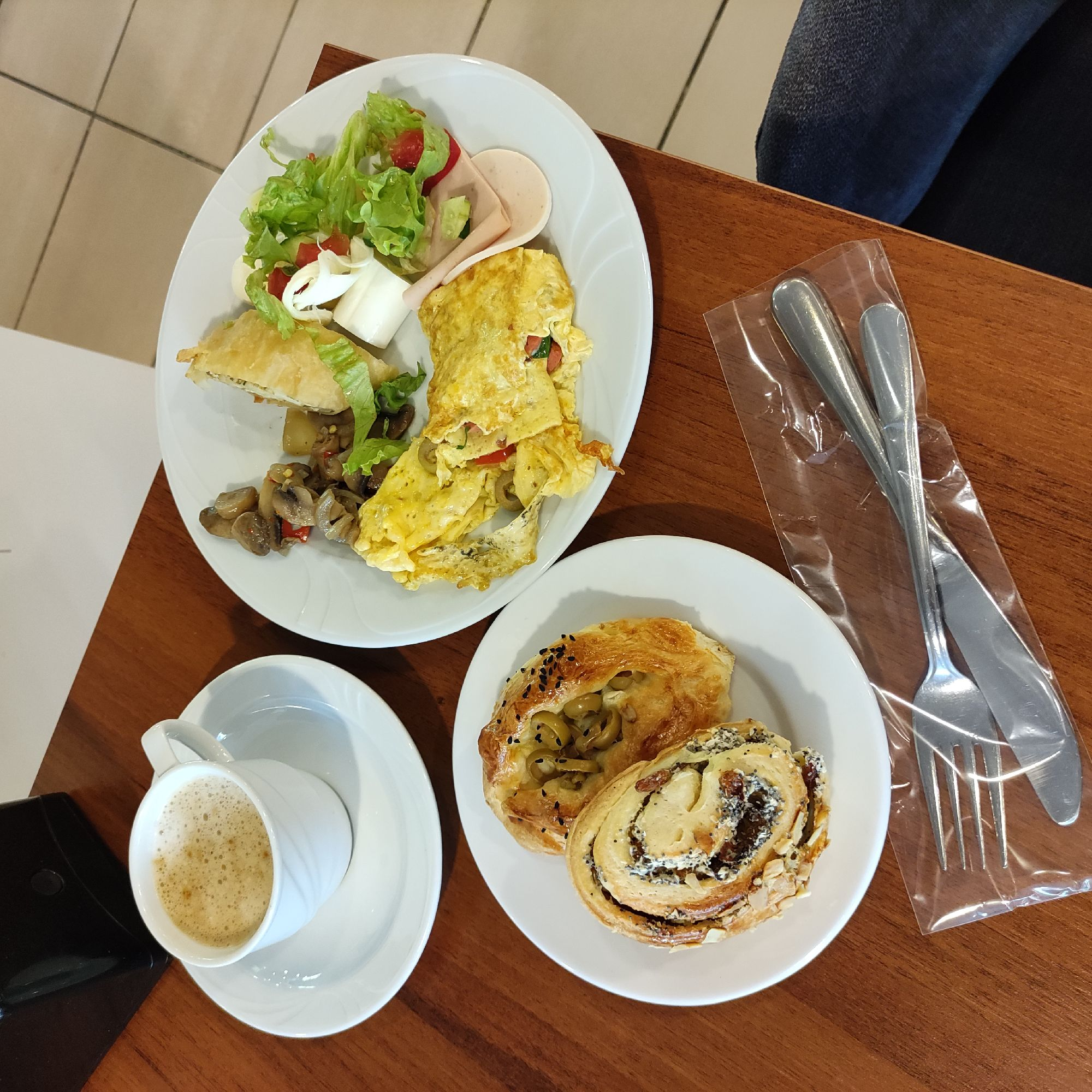 Завтрак в отеле Perre La Mer