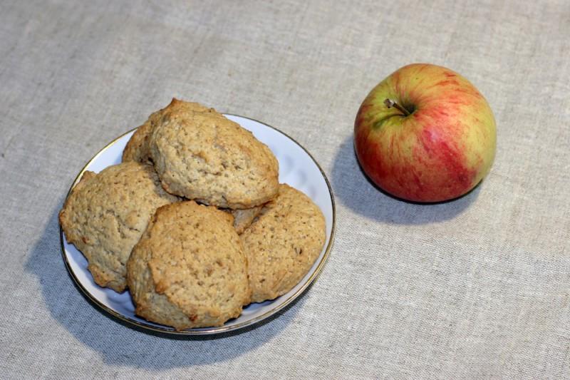 Овсяное печенье без яиц с сушеными яблоками