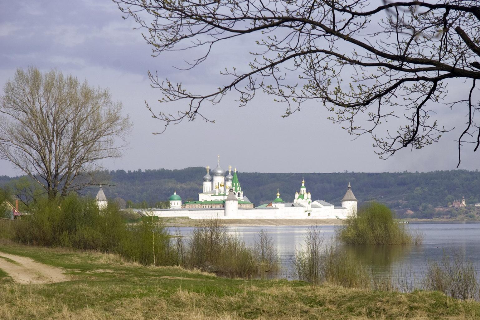 Река Волга. Макарьевский Монастырь