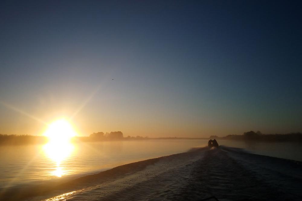 Осенняя рыбалка. Туманный рассвет над Волгой