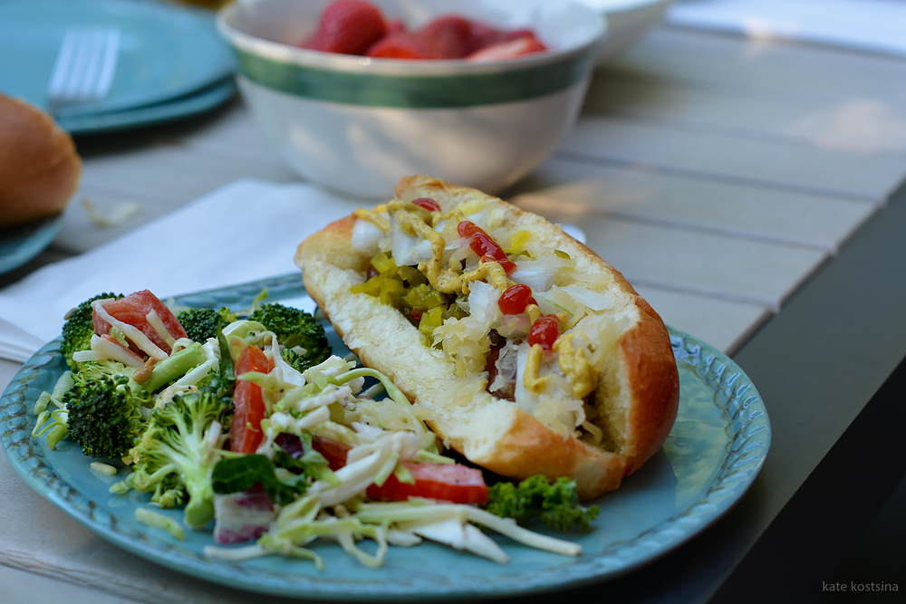 hot dog and salad kostsina