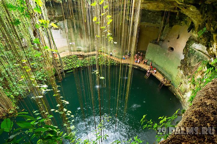 102_Ik-Kil_Cenote_near_Chichen_Itza_in_Mexico_Foto_Patryk_Kosmider_-_Depositphotos