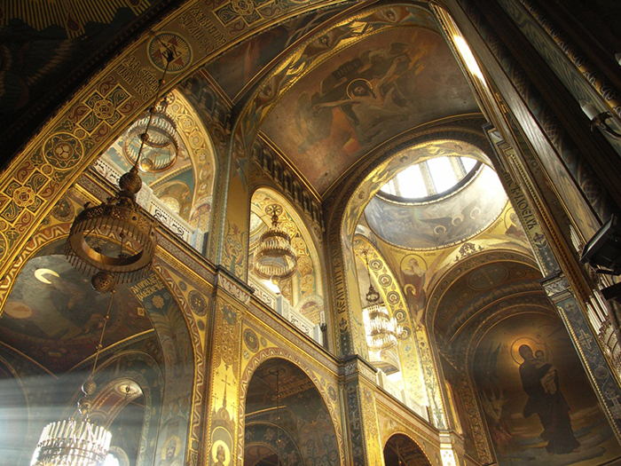 Interior_of_St_Volodymyr's_Cathedral_in_Kyiv_(2)