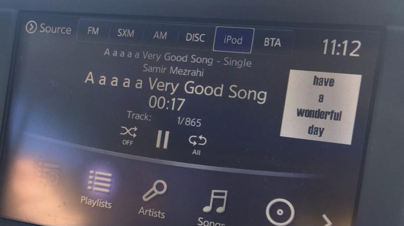 В iTunes на вершины топа взбирается песня без звука