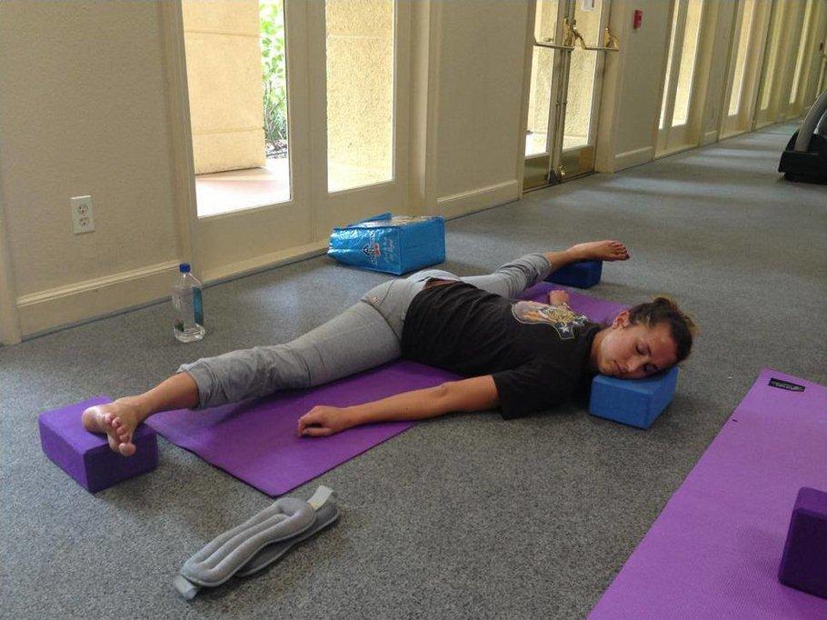 Прикольные картинки тренировка йога, харли квинн