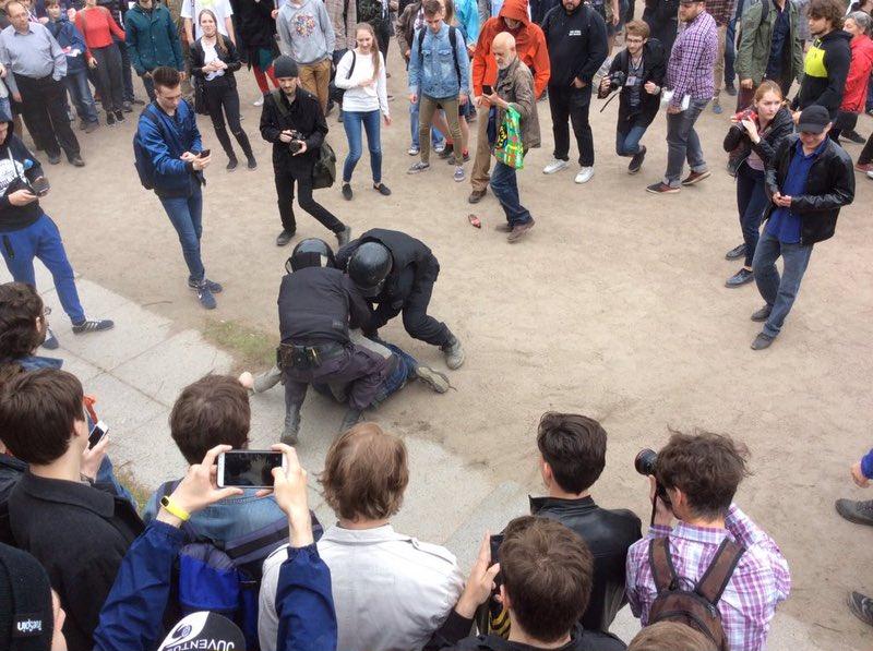 http://ic.pics.livejournal.com/eugenefun/81655113/501437/501437_original.jpg