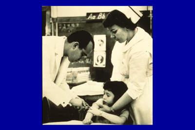 Джонас Солк вводит вакцину