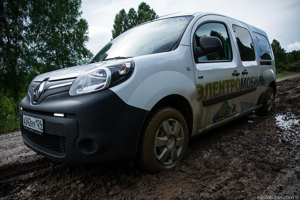 На электромобиле по Сибири. Заблудились в лесу и погрязли в грязи