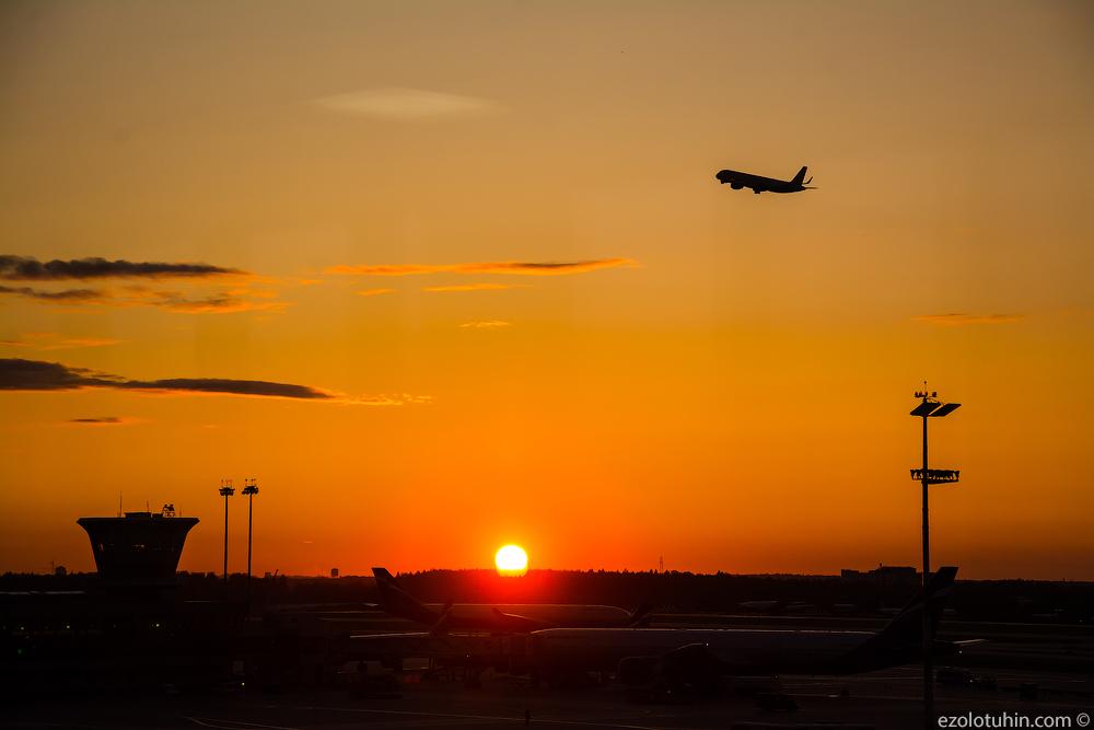 Вечерний аэропорт Шереметьево