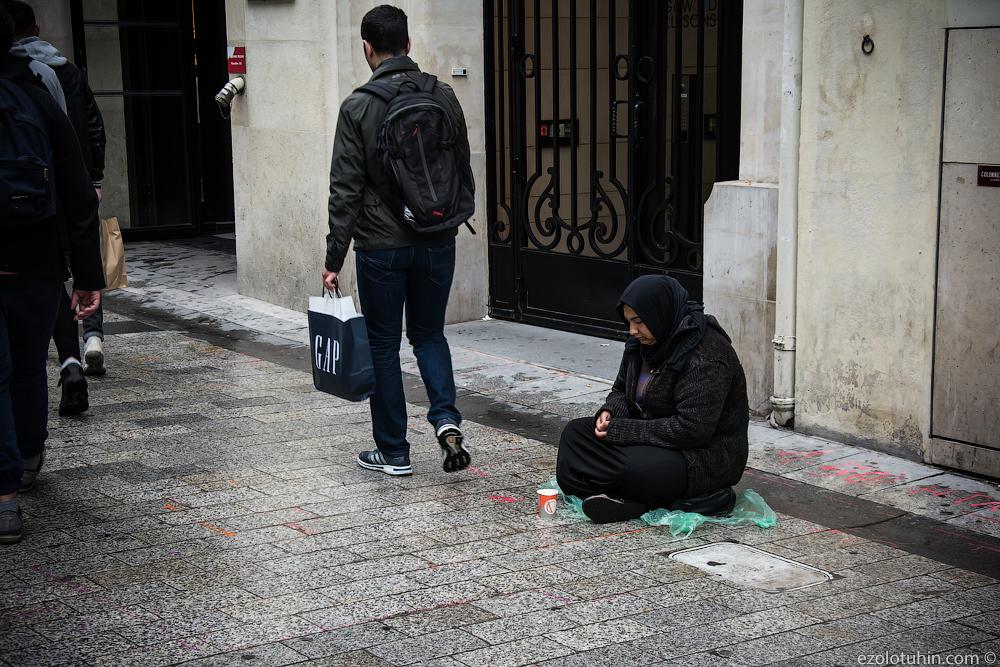 Сирийские беженцы на улицах Парижа самых, беженцев, просто, странах, других, арабских, Сирии, легально, стран, улица, беженцами, очень, самая, Очень, кидает, стаканчики, мелочь, популярно, полях, семьями