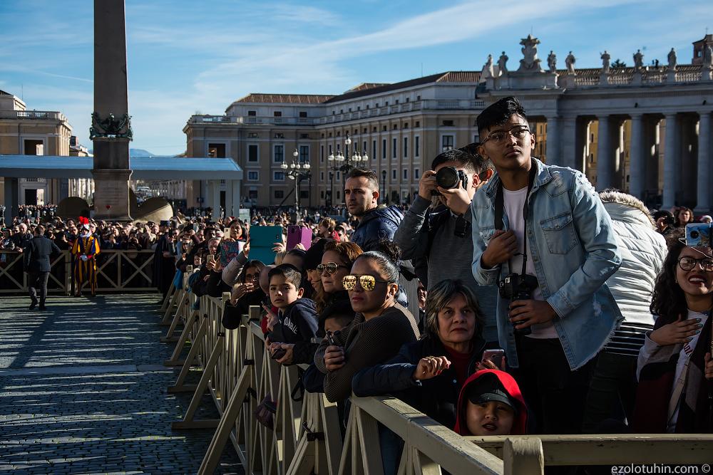Рождественский парад армии Ватикана и обращение Папы Римского к миру всего, людьми, между, полдень, разных, своем, посланием, Римского, ровно, декабря, чтобы, Господь, площади, паломников, Ватикане, которым, армия, парад, Святого, соборе