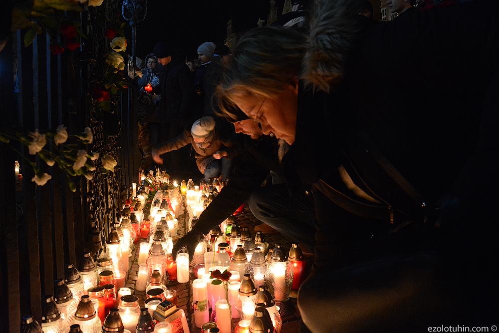 Многотысячный траурный митинг памяти погибшего мэра Гданьска Павла Адамовича